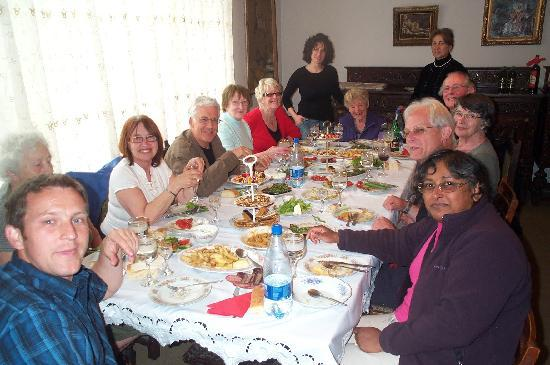 Dili Villa Guesthouse: happy guests at Dili Villa ( Ghazaryan Guesthouse)