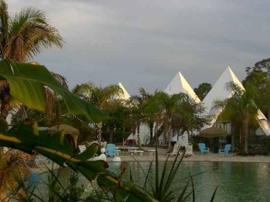 Pyramids in Florida: Süsswasser-See mit Sandstrand