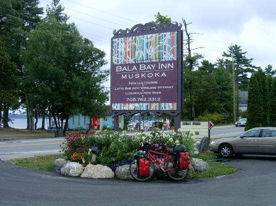 Bala Bay Inn : On the Way to Algonquin Park ... DON'T MISS IT !!!!