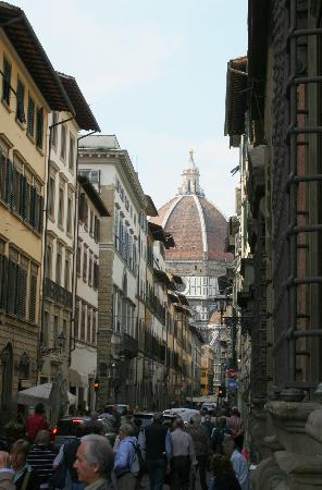 Hotel Perseo: This close to the Duomo !
