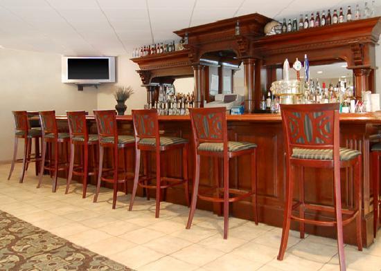 Comfort Suites University: University Station Lounge