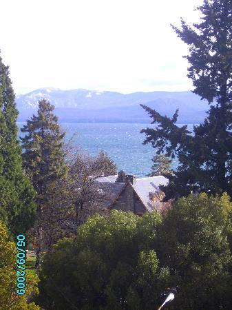 Kenton Palace Hotel: Vista del Lago Nahuel Huapi desde nuestra habitación