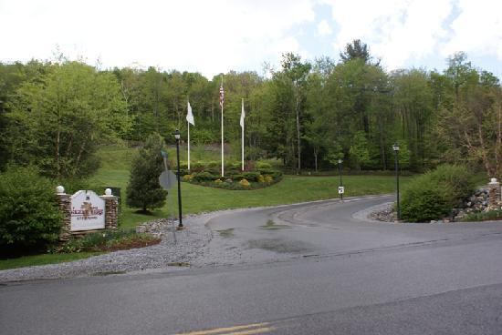 Vacation Village in the Berkshires: ENTRACE TO THE MOUNTAIN