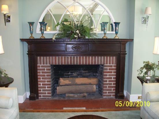 The King's Daughters Inn: Fireplace in Parlor