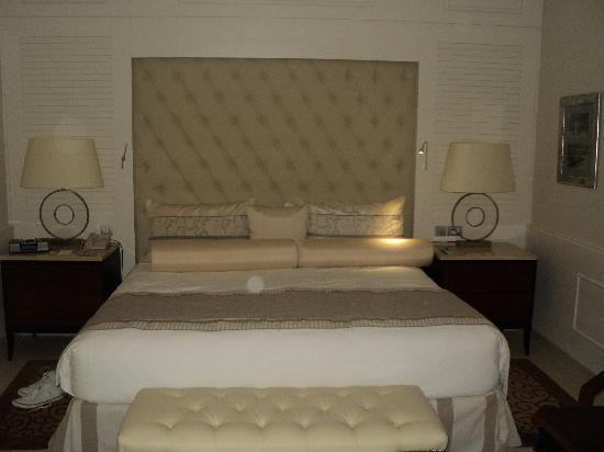 Iberostar Grand Hotel Bavaro: King size bed