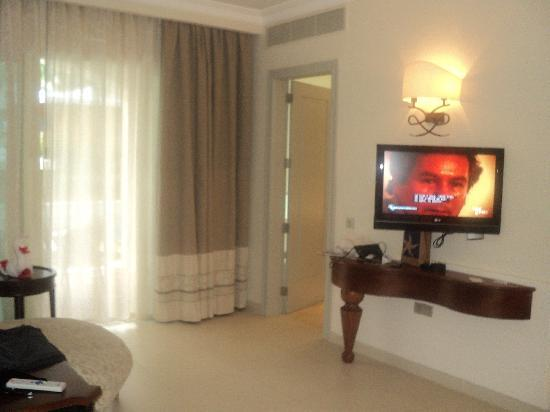 Iberostar Grand Hotel Bavaro: Nice Television