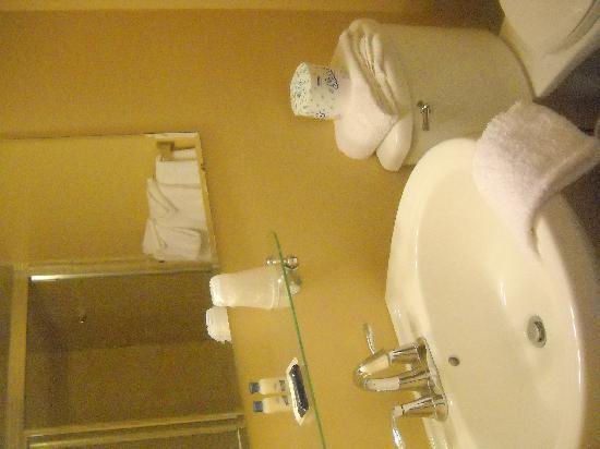 El Coronado Resort: bathroom
