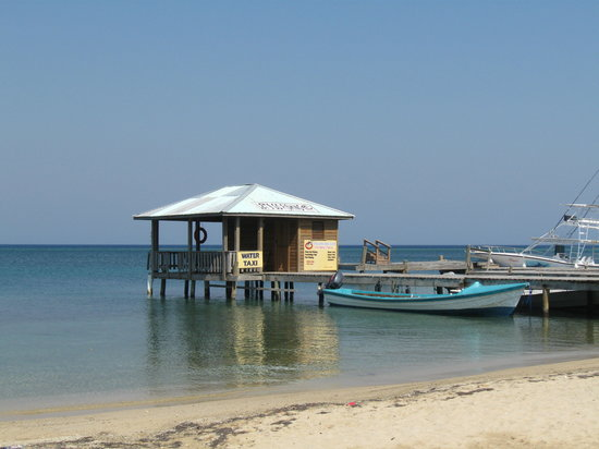 Luna Beach Resort: Water taxi stand