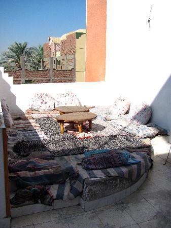 El Fayrouz: Sitting outdoor lounge with rugs and cushions just outside our room.