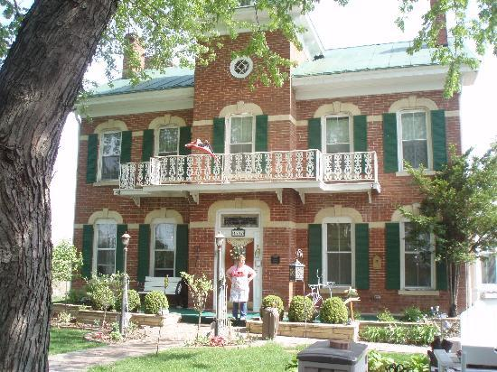 Cloran Mansion Bed & Breakfast : A beautiful historical home