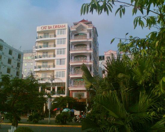 Cat Ba Dream Hotel: hotel front