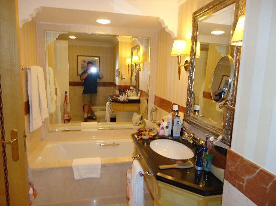 Grand Hyatt Muscat: Bad des Hotels