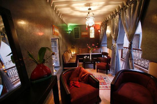 Riad Dar Ellima: La salon TV au 1er étage - The Summer Lounge with its TV