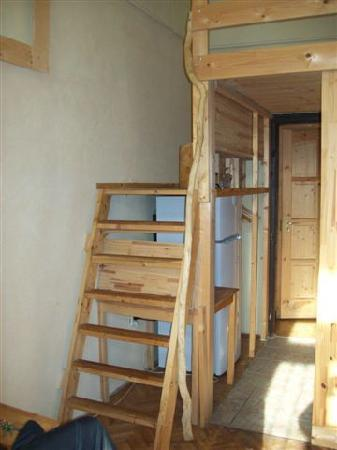 Buda Base: Stairs leading to bed