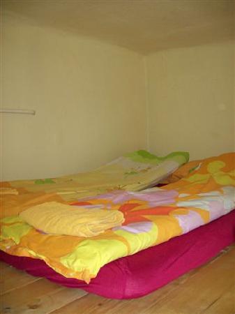 Buda Base: Bed