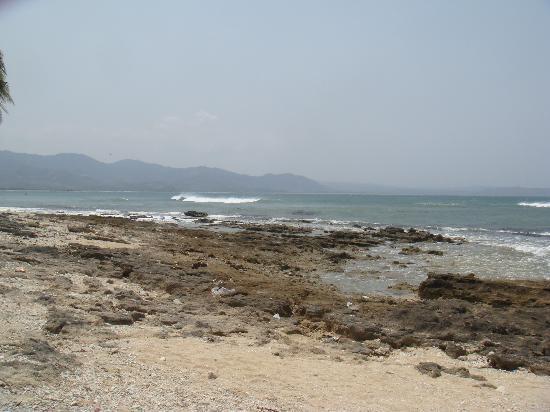 Punta Garvida Beach Resort: Beach outside hotel