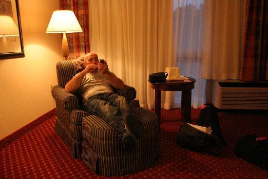 Clarion Hotel Atlanta Airport South: l'angolo relax della camera spaziosa