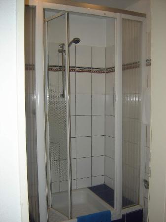 City Lounge Hotel: Bathroom