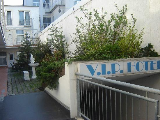 City Lounge Hotel: garden