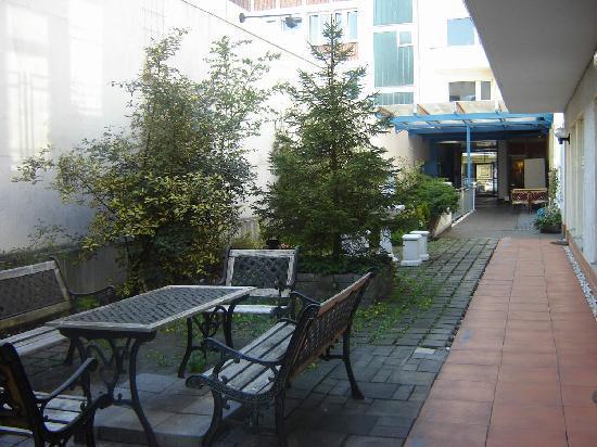 City Lounge Hotel: VIp garden