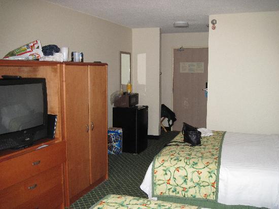 AmericInn by Wyndham Duluth : Room 201 Fairfield Inn Duluth