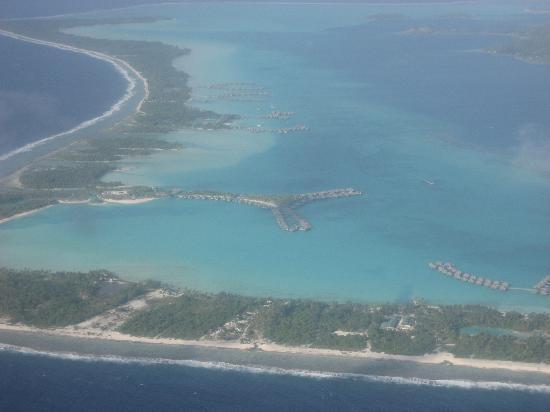 The St. Regis Bora Bora Resort: nuestro hotel desde el avion