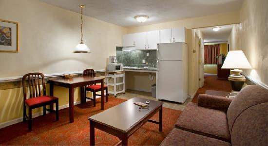 Luxbury Inn & Suites: 1 bed room suites