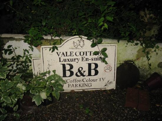 Vale Cottage Bed and Breakfast: Vale Cottage Sign