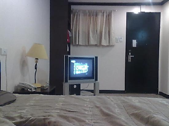 La Guardia Hotel: the spacious standard room