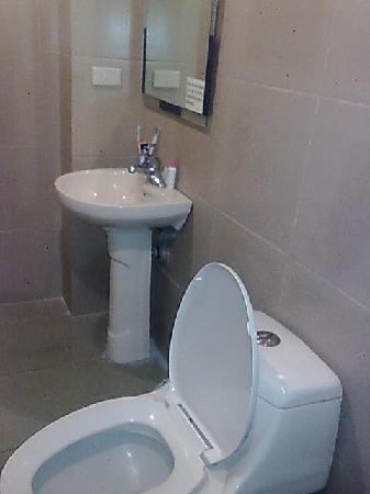 La Guardia Hotel: clean!