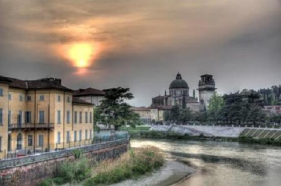 B&B Villa Beatrice: Verona Sunset: the church of San Giorgio