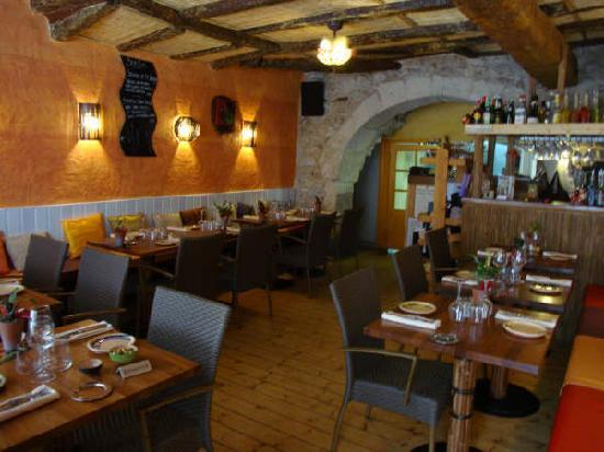 Art Home Restaurant: salle de restaurant