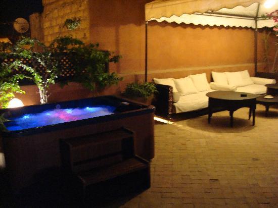 Riad Dar Selen : la terrasse et son jacuzzi