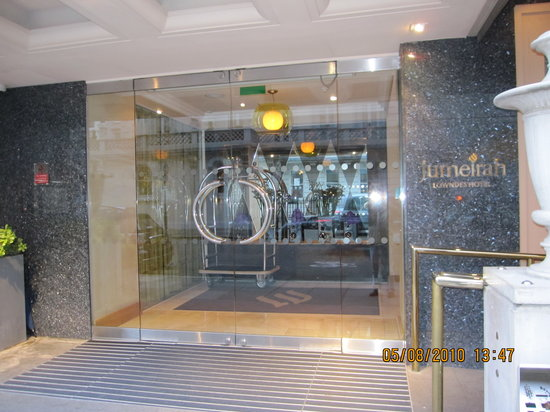 Jumeirah Lowndes Hotel: Entrance