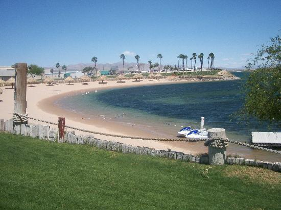 Avi Resort & Casino : The lovely beach on the River