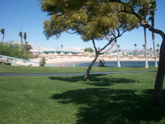 Avi Resort & Casino: Another view of the beach