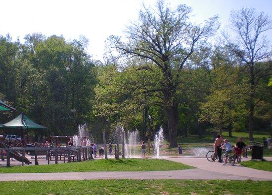 Louisville, KY: Iroquois Parks new sprayground