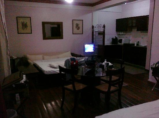 Sutton Place: SPACEOUS AND CLEAN ROOM