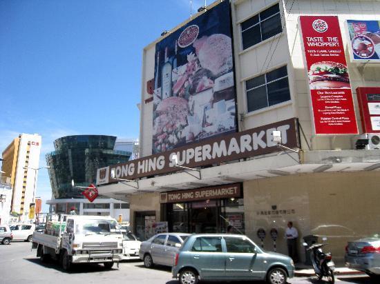 Hotel Eden54: Corner Supermarket