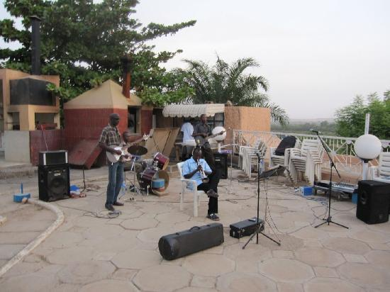 Grand Hotel du Niger: The jazz band on the hotel patio
