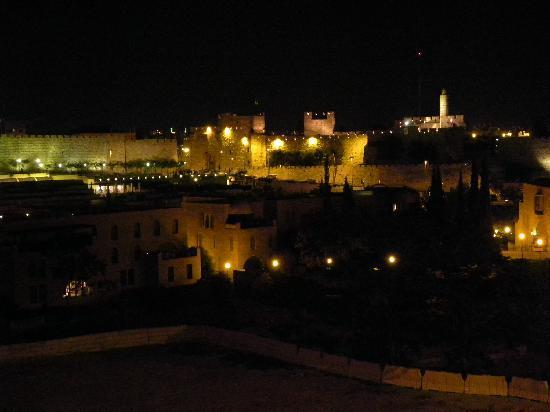 Beit Shmuel Guest House: Vista notturna dalla stanza