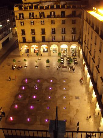 Eurostars Mediterranea Plaza Alicante: Looking into the square from the roof terrace