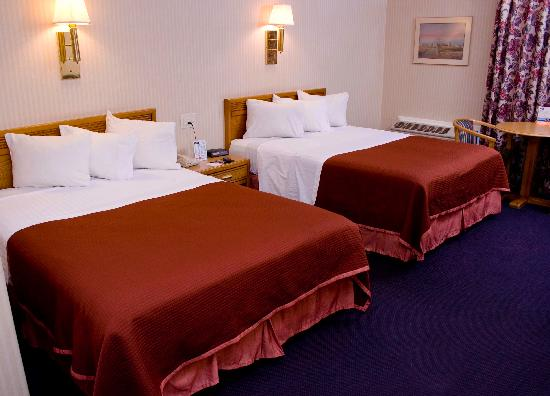 Howard Johnson Inn Harrisburg: Spacious Room with Two Queen Size Beds