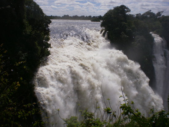 Air Terjun Victoria, Zimbabwe: Vic Falls full force of Zambezi Apr 2010