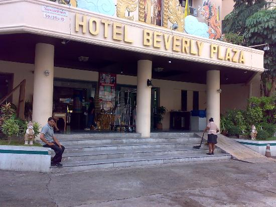 Hotel Beverly Plaza Pattaya: Outer look