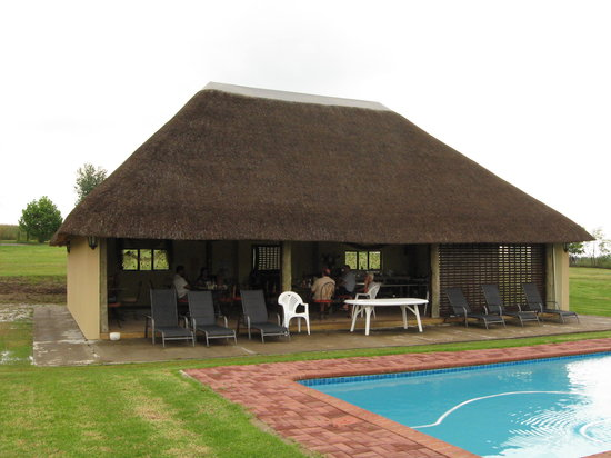 River Crossing B & B: the dining area by the pool