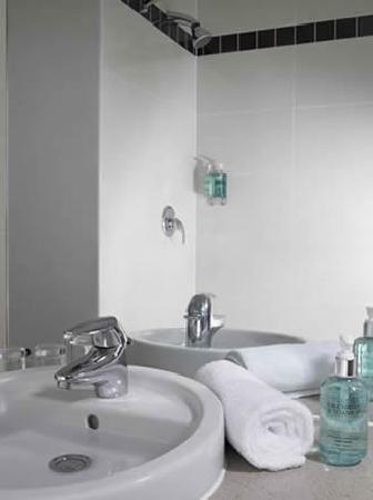 Jurys Inn Belfast: Bathroom