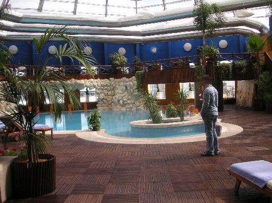 Golden Tulip Farah Casablanca: vu sur la piscine