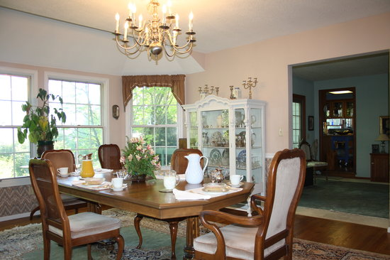 """""""Reflections"""" - A Bed and Breakfast Inn: formal dining room"""