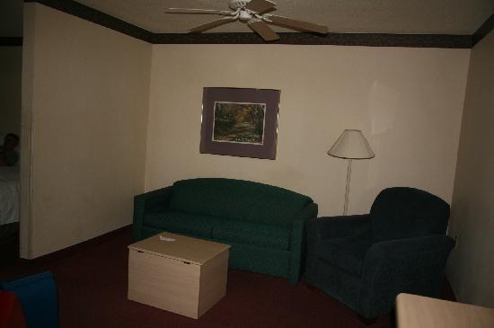 Quality Suites: sitting area